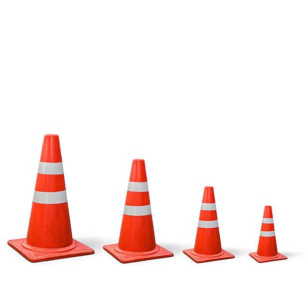 old conos de tráfico es el gráfico sobre fondo blanco. - señalización vial fotografías e imágenes de stock