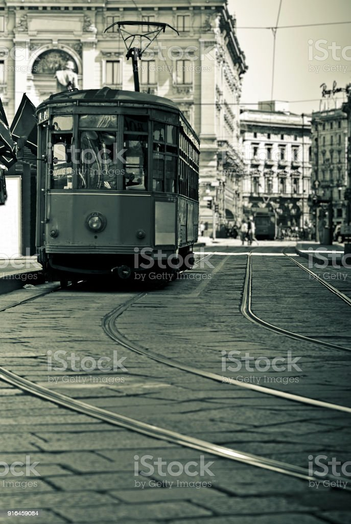 Old tram in the center of Milan, Italy - Foto stock royalty-free di Ambientazione esterna