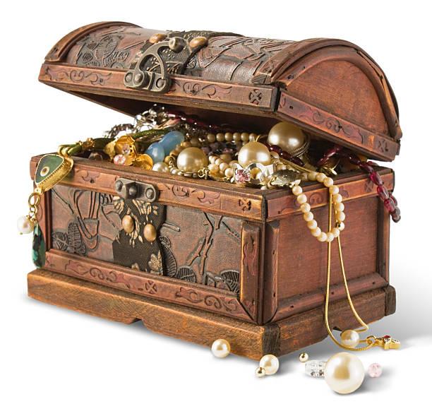 alte stamm mit ornamenten - goldgefüllte kette stock-fotos und bilder
