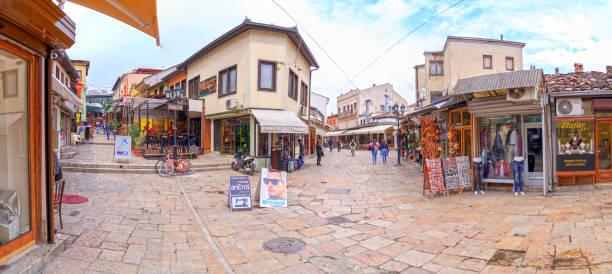 eski türk kapalı çarşı ve mahalle üsküp, makedonya sermaye - üsküp stok fotoğraflar ve resimler