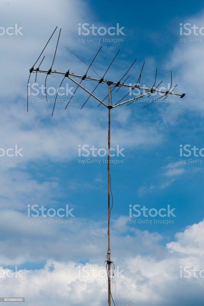 Photo libre de droit de Ancienne Antenne Tv Sur Le Toit De La Maison En  Amérique Latine banque d'images et plus d'images libres de droit de Antenne  individuelle - iStock