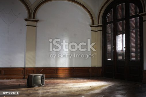 istock Old TV inside an abandoned house 182883614