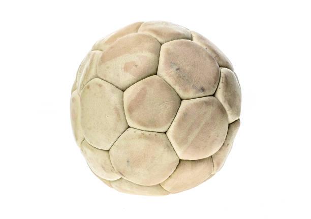 Bola balonmano viejo, usado y lavado aislada en blanco. - foto de stock