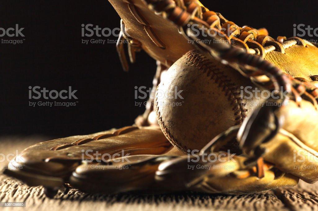 Antiguo utilizado de béisbol - foto de stock