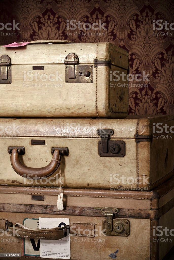 Old usado mala com adesivos de viagem - foto de acervo
