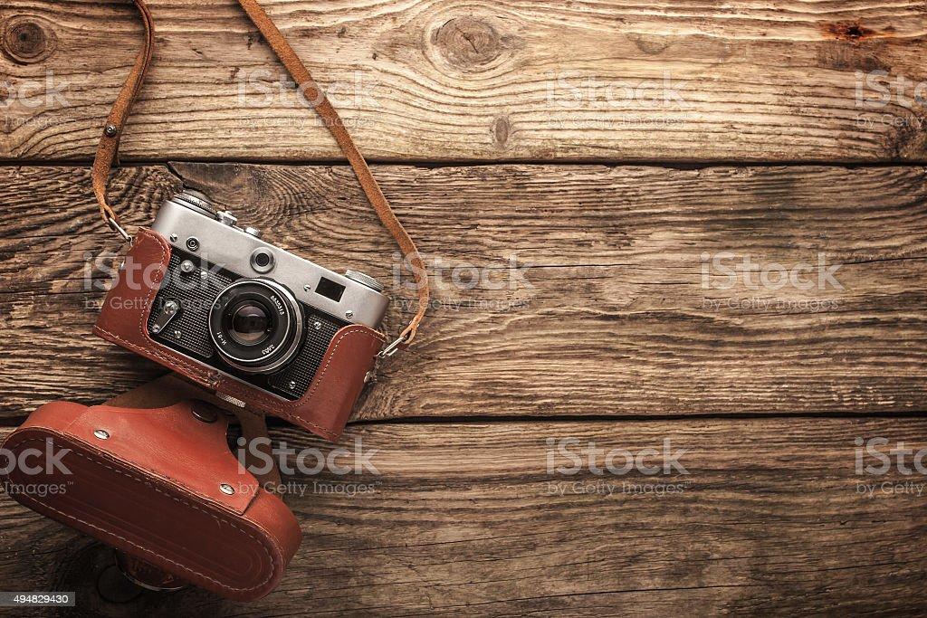 Alten vintage-Kamera auf dem hölzernen Hintergrund horizontale Lizenzfreies stock-foto