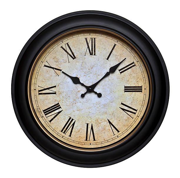 antiguo reloj de pared con numerales romano - wall clock fotografías e imágenes de stock