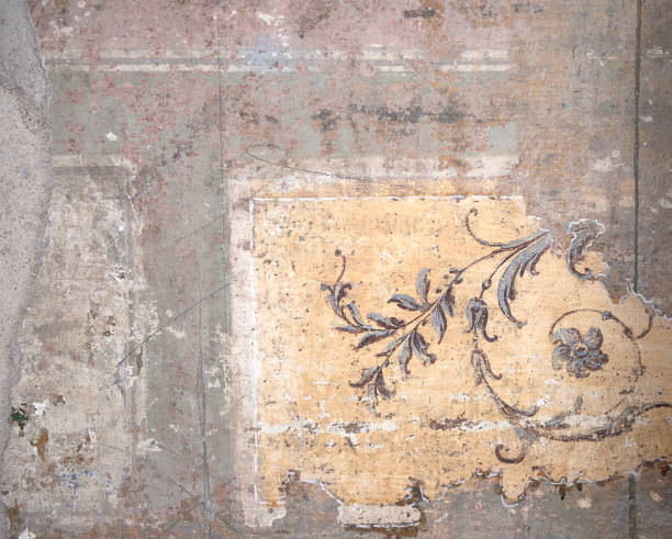old wall with a bit of wallpaper – Foto