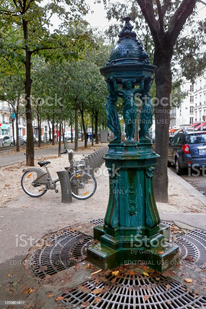 Old Wallace fountain in Paris - Royalty-free 19th Century Stock Photo