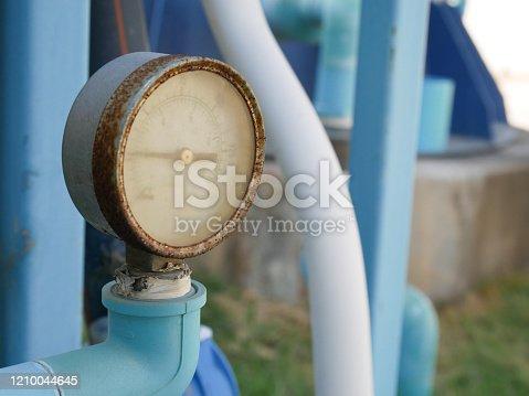 Old water pressure gauge, rust-up.