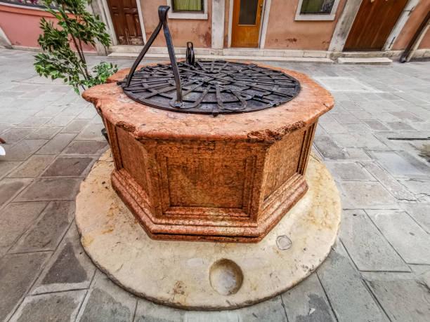 Old water well – zdjęcie