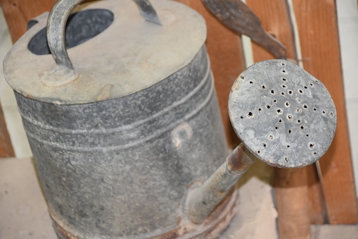 Old Watering Can — стоковые фотографии и другие картинки Без людей