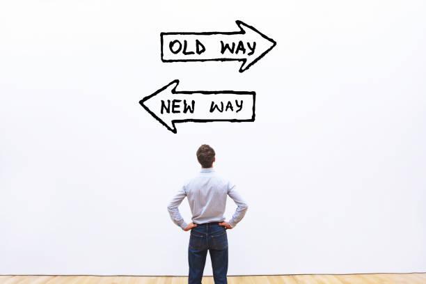 alter Weg gegen neues Weg-, Verbesserungs- und Änderungsmanagementkonzept – Foto