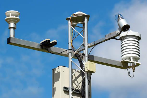 gamla väderstation instrument - barometer bildbanksfoton och bilder