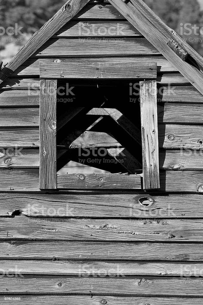 Old weathered barn window opening royaltyfri bildbanksbilder