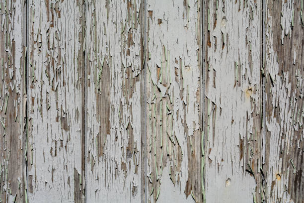 alten verwitterten weißen hölzernen auslöser patina - patina farbe stock-fotos und bilder