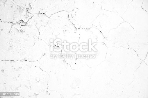 istock Old white crack concrete wall 487112708