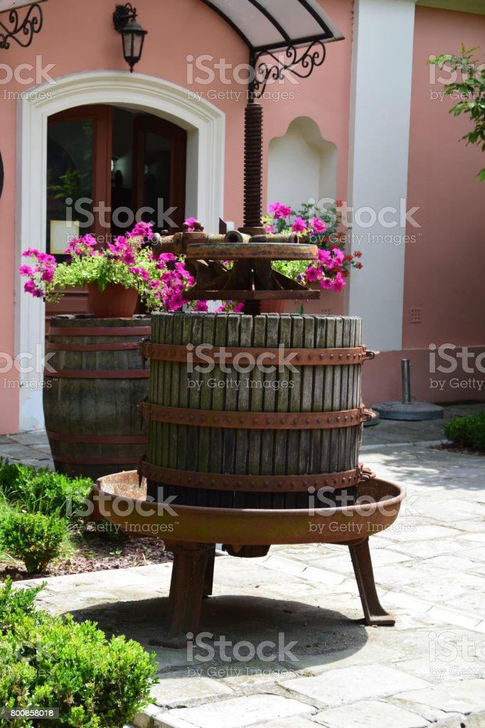 Photo de stock de Vieux Pressoir Comme Décoration Dans Un Jardin ...