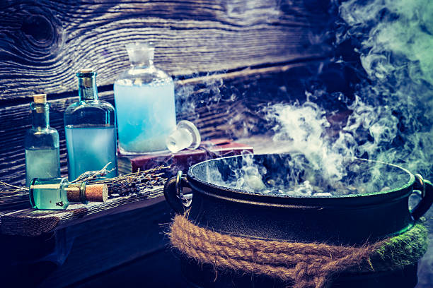 old witch pot with blue potions for halloween - pfannen test stock-fotos und bilder