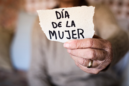 old woman and text womens day in spanish