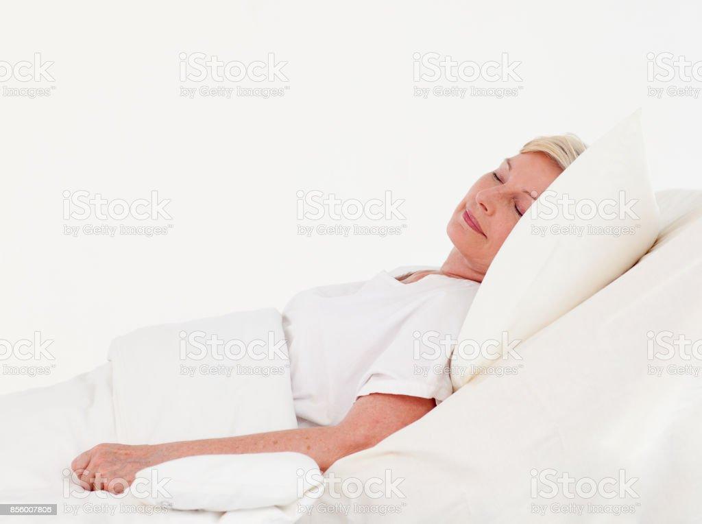 Rocovering de vieille femme dans un hôpital - Photo