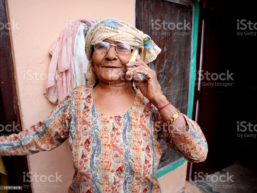 Frauen com alte Frauen im