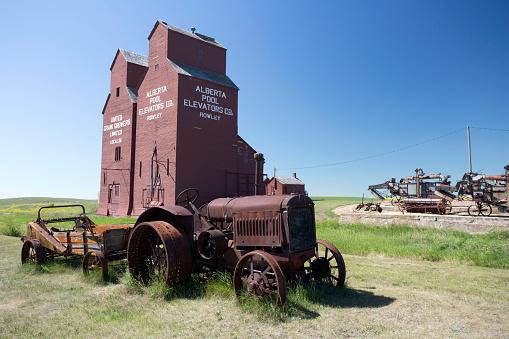 istock Old Wood Grain Elevator Prairies 1020272232