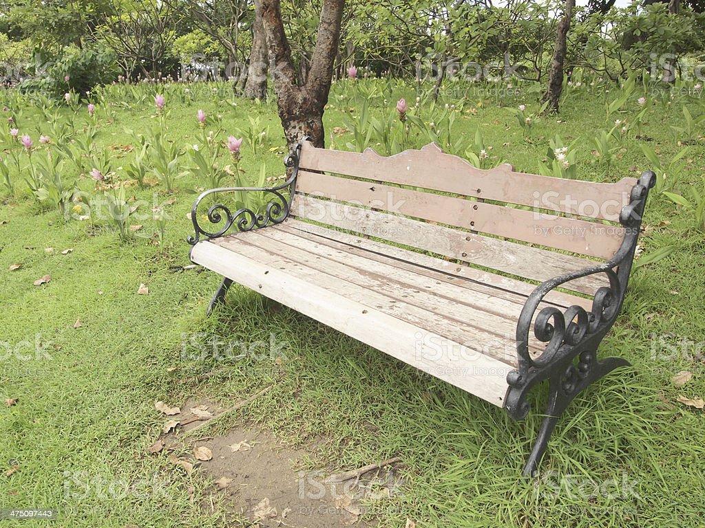 Vieux Banc De Jardin photo libre de droit de vieux banc en bois dans le jardin