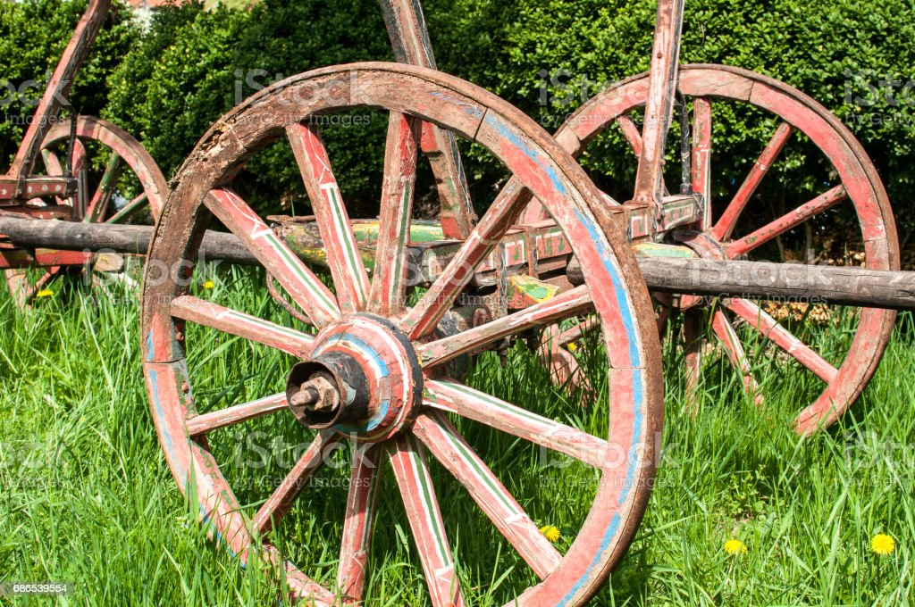 Old wooden cart  wheels foto stock royalty-free