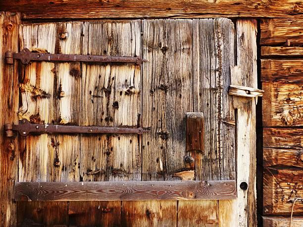 Alte hölzerne Tür als Hintergrund. – Foto