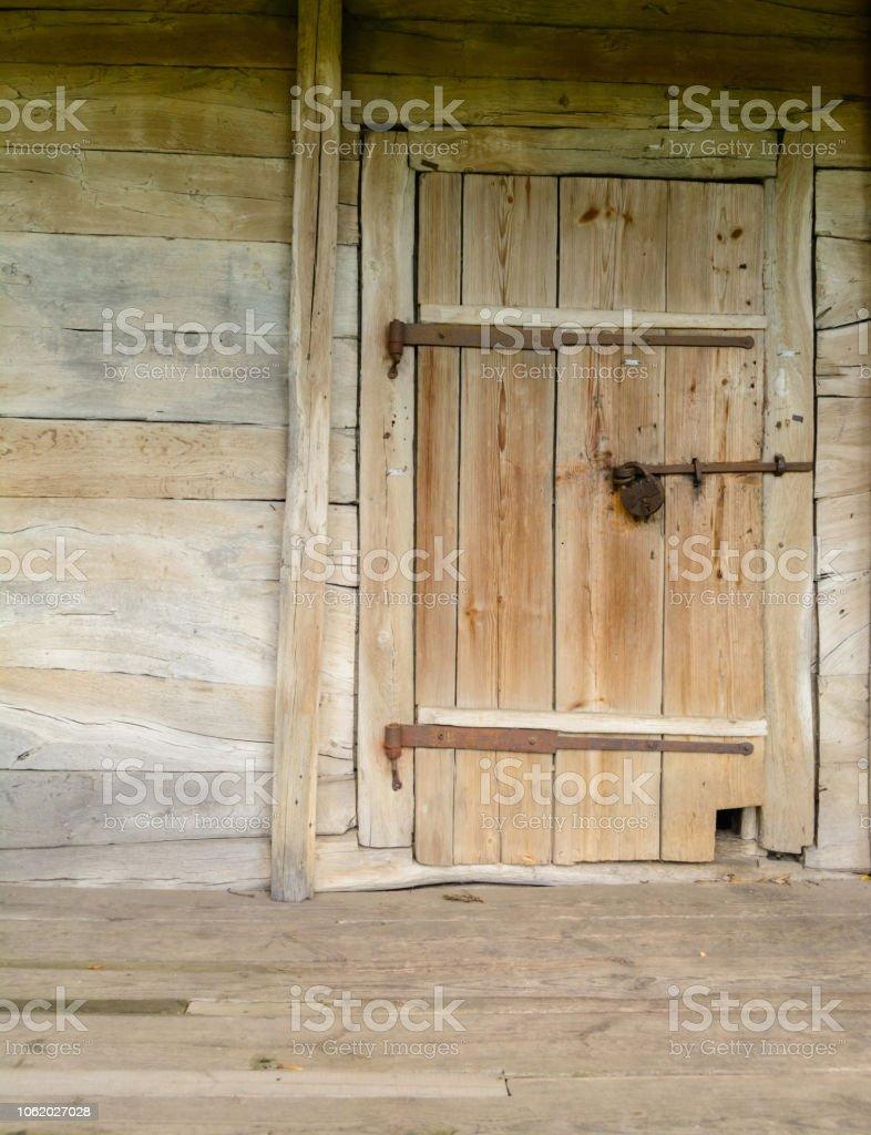 Vieille Porte En Bois Ancienne photo libre de droit de vieille porte en bois dans lancienne