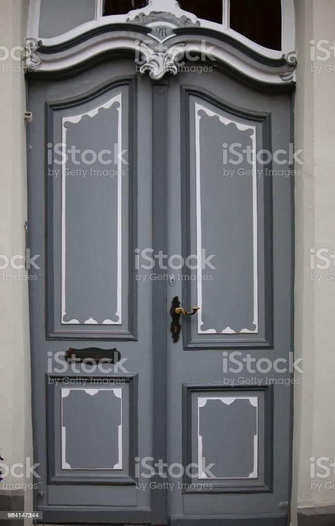 Velha porta de madeira - foto de acervo
