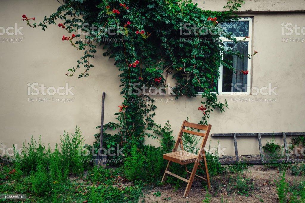 Photo libre de droit de Ancienne Chaise Pliante En Bois Dans Le ...