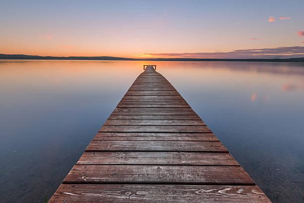 Ancienne jetée en bois au coucher du soleil - Photo