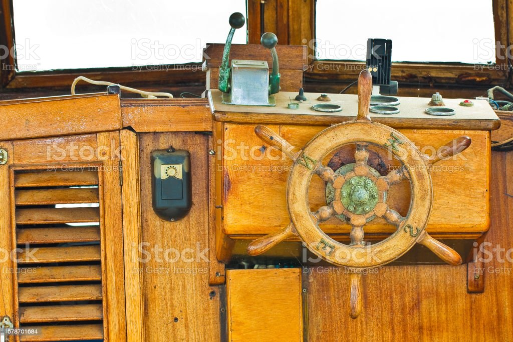 Old wooden rudder with brass cardinal points of an italian fishing boat photo libre de droits