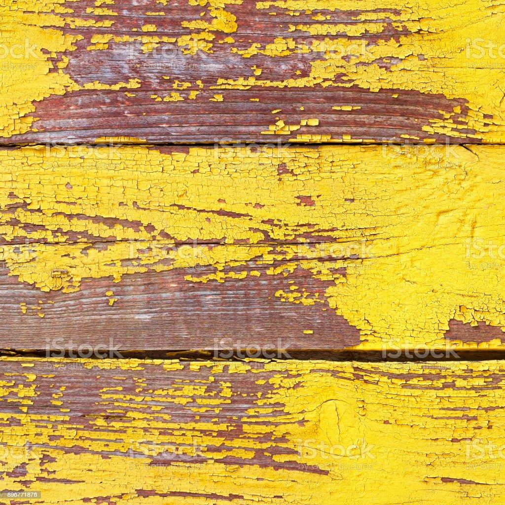 Velho de madeira gasto fundo amarelo ou textura, parte da cerca rústica ou paredes da casa - foto de acervo