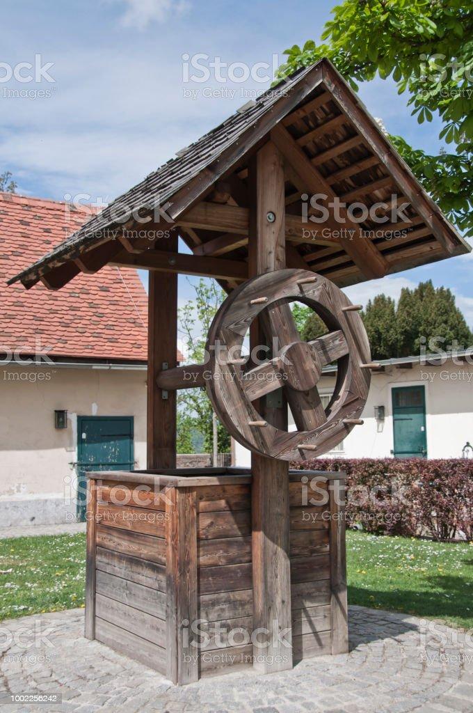 Alte hölzerne Brunnen – Foto
