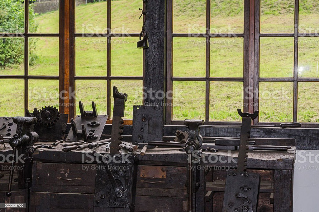 Old workbench with vices. foto de stock royalty-free
