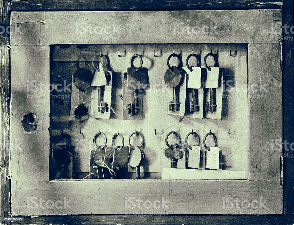 Old worn glass cabinet with old keys foto royalty-free