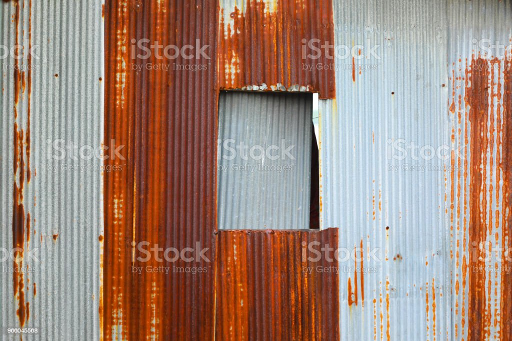 old zinc wall and windows - Стоковые фото Антиквариат роялти-фри