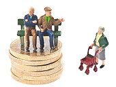 古い時代の年金-Rentner auf 銀行