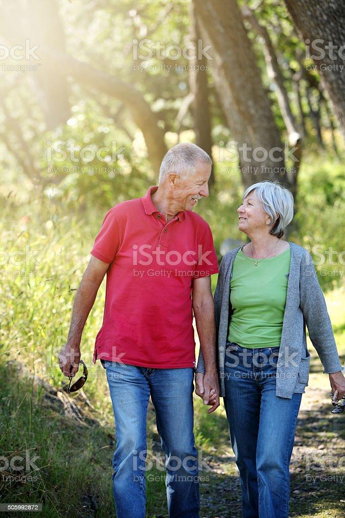 Älteres Paar walking – Foto