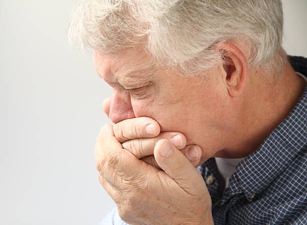 ältere mann sich brechreiz - kotze stock-fotos und bilder