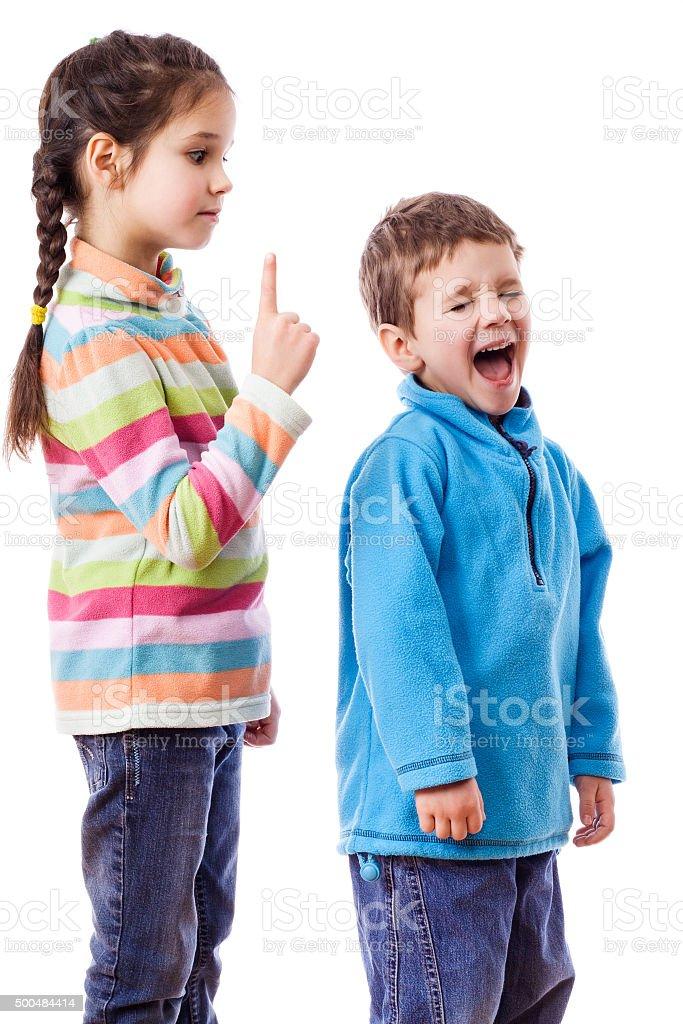 علاج.شجار.الاطفال.الام.كيفية التصرف أثناء شجار الأبناء