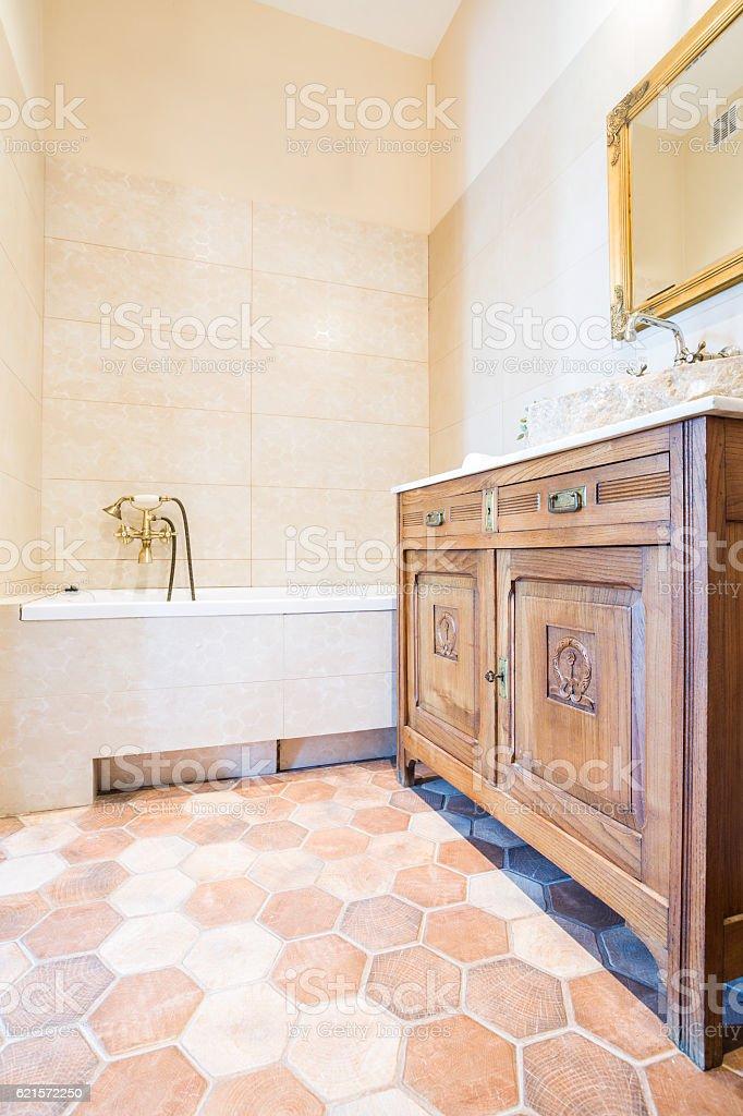 Old-fashioned domestic bathroom photo libre de droits