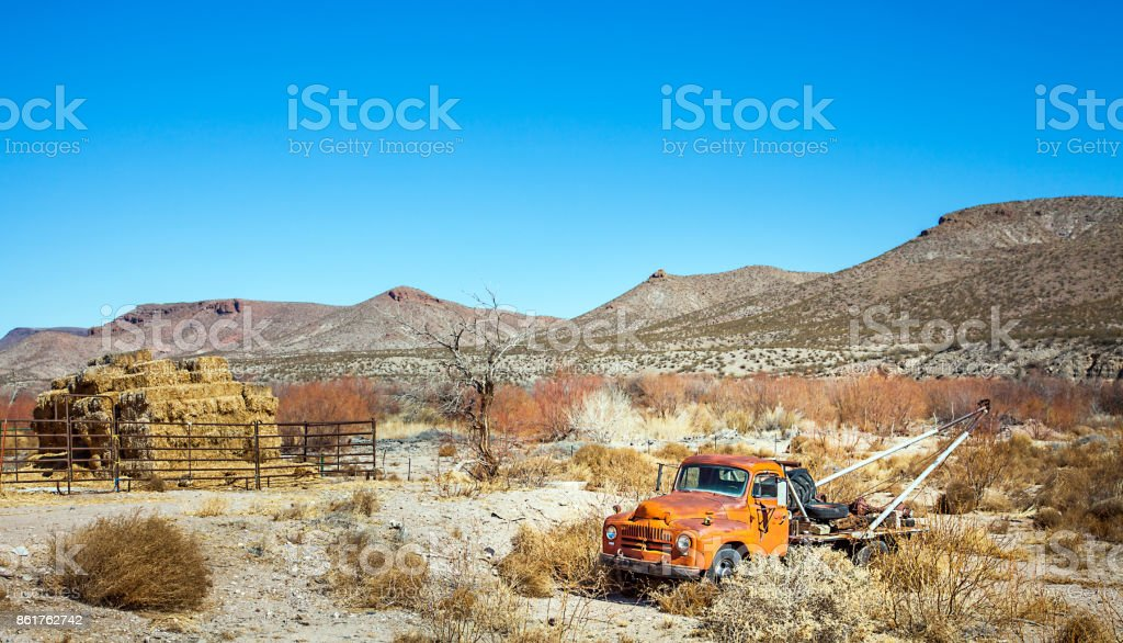 Oldtimer towing vehicle in the desert at El Paso Texas USA stock photo
