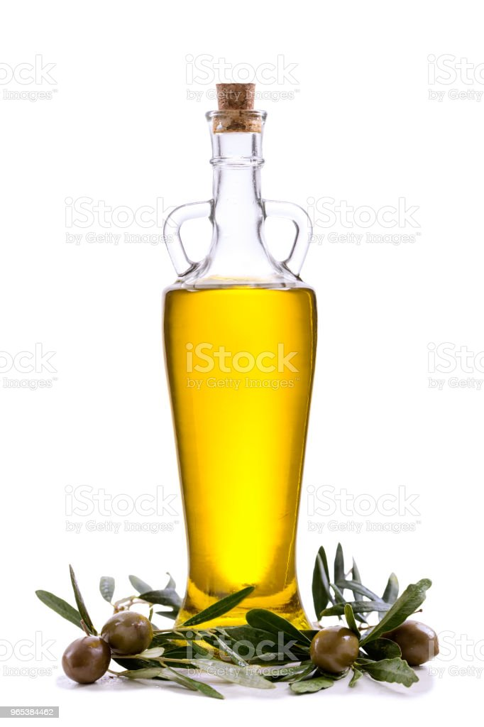 Olive oil bottle with leaves and olives isolated on white zbiór zdjęć royalty-free