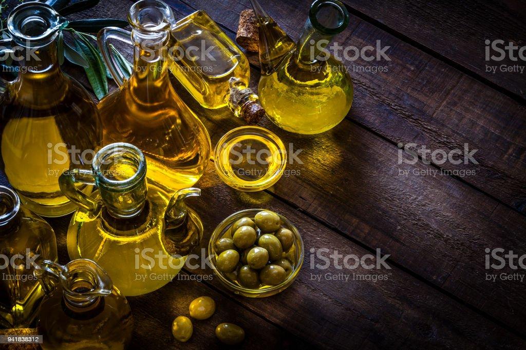 Garrafas de azeite - foto de acervo