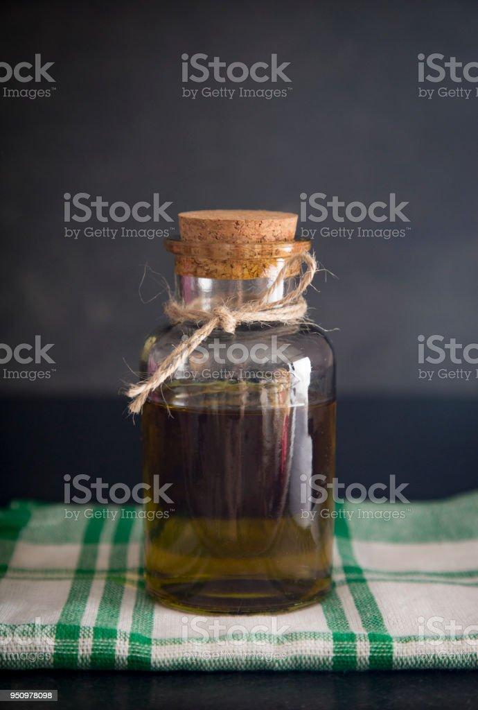 Huile d'olive sur un comptoir ardoise - Photo