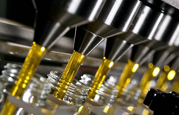 olio d'oliva - riempire foto e immagini stock
